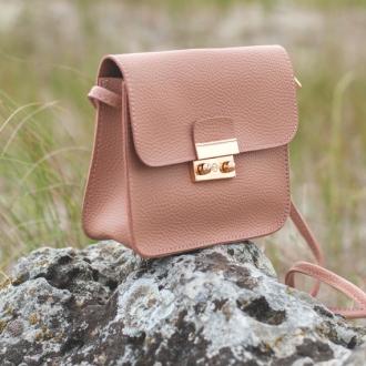 Малка дамска чанта в прасковено