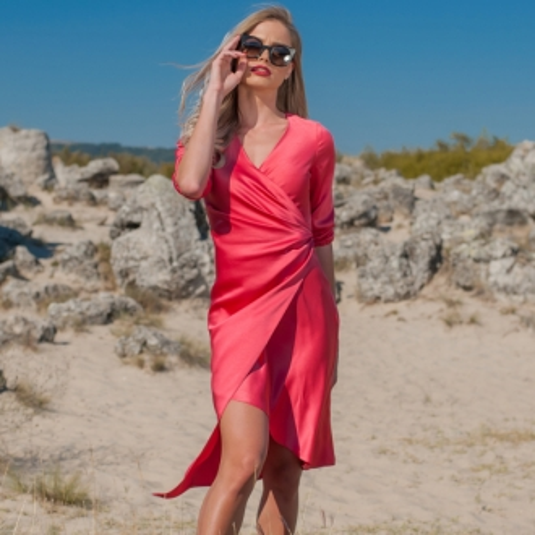 Сатенена рокля Prive в малинов цвят