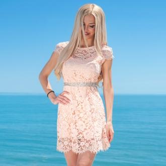 Къса дантелена рокля в цвят пудра Prive - ИЗЧЕРПАНА