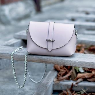 Малка чанта от естествена кожа в цвят пудра