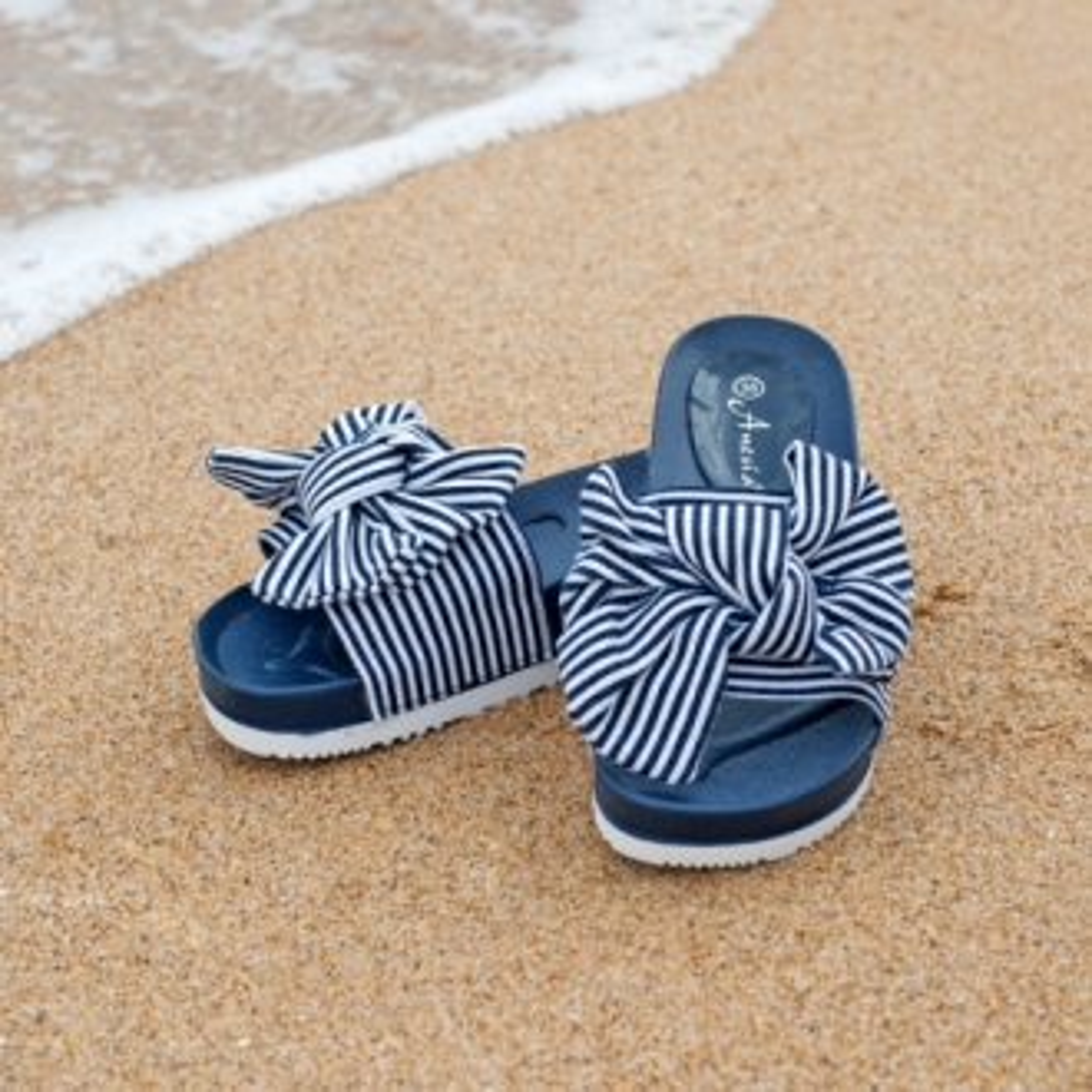 Чехли с панделка в синьо и бяло райе