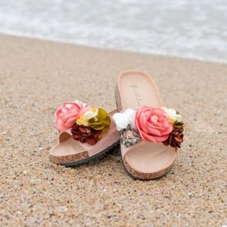 Бохо чехли с розова основа и цветя