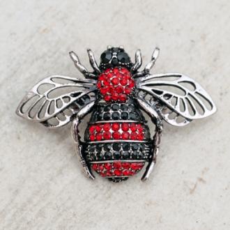 Брошка червен бръмбар