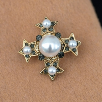 Брошка звезда с бяла перла