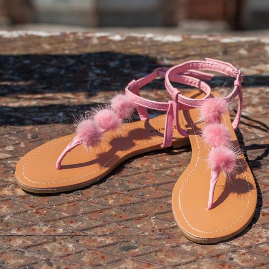 Сандали с розови пухчета