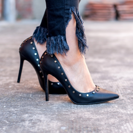 Стилни обувки на висок ток с капси