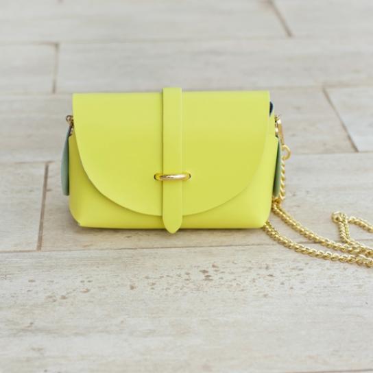 Малка чанта от естествена кожа в цвят лайм