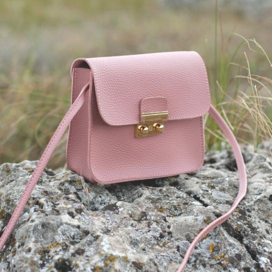 Малка дамска чанта в розово