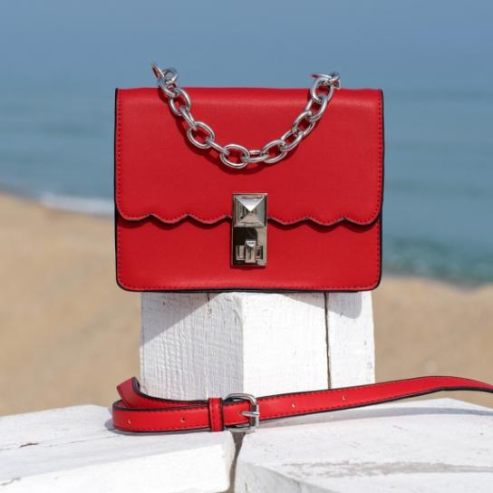 Чанта Red със синджир