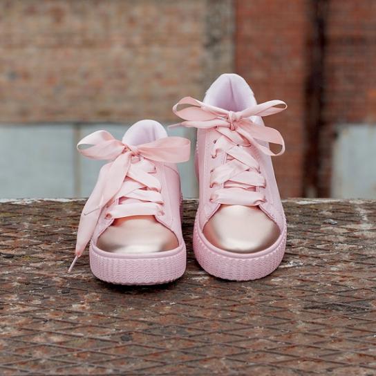 Велурени сникърси в бебешко розово с металик ефект