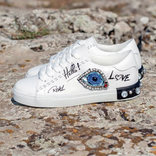 Бели кецове Blue Eyes с надписи и кристали