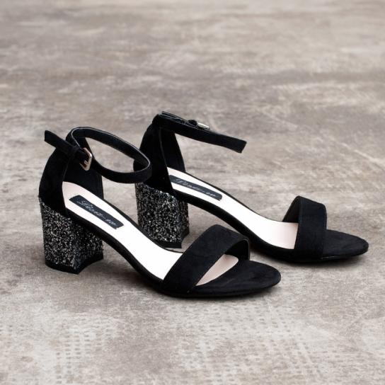 Велурени сандали в черно с брокатен ток