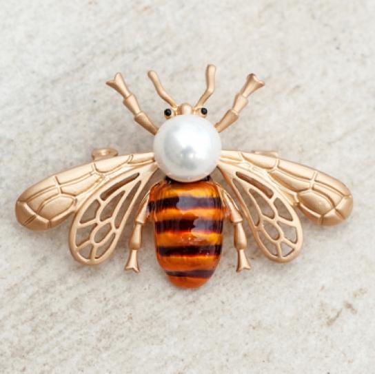 Брошка златен бръмбар с перла