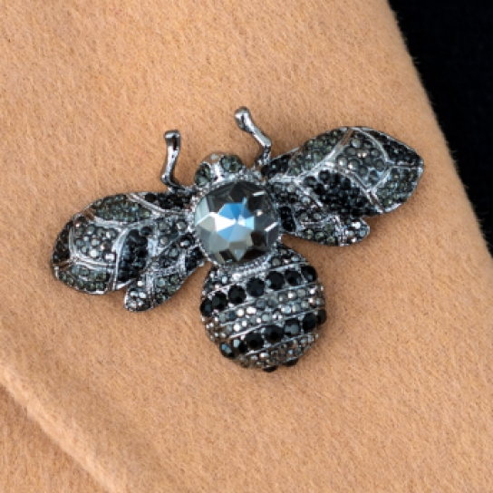 Брошка пчела с кристали
