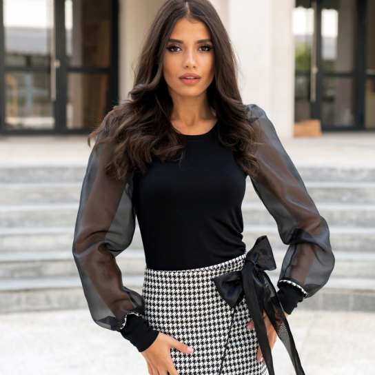Блуза с ефектни ръкави от органза