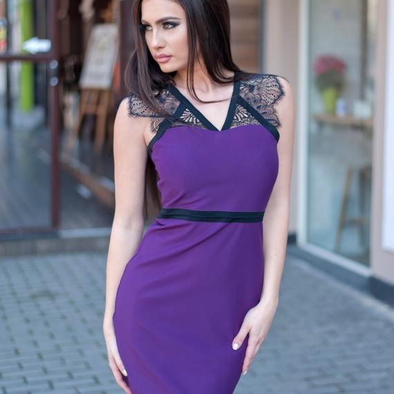 Къса рокля Violet с дантелено деколте