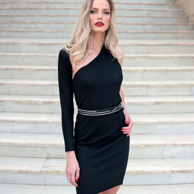 Стилна рокля с един ръкав и ефектен гръб