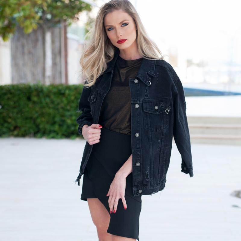 Черно дънково яке Oversized с кръпки и метални халки на джоба