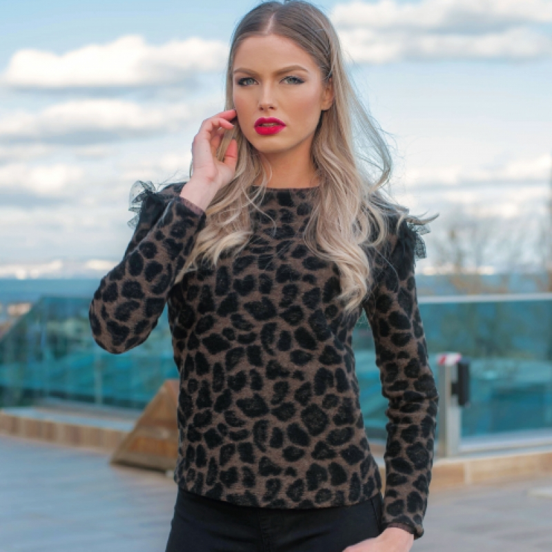 Блуза в леопардово с фина дантела