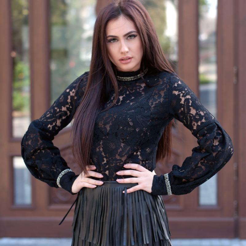 Дантелена блуза с фини пайети и обемни ръкави