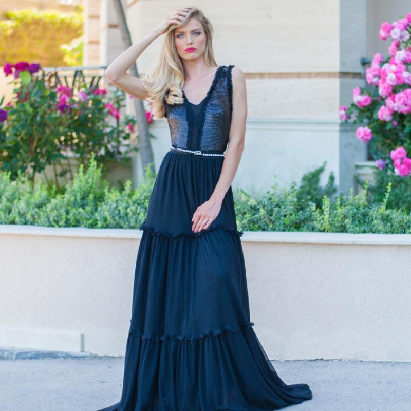 Бутикова дълга рокля с тюл и пайети