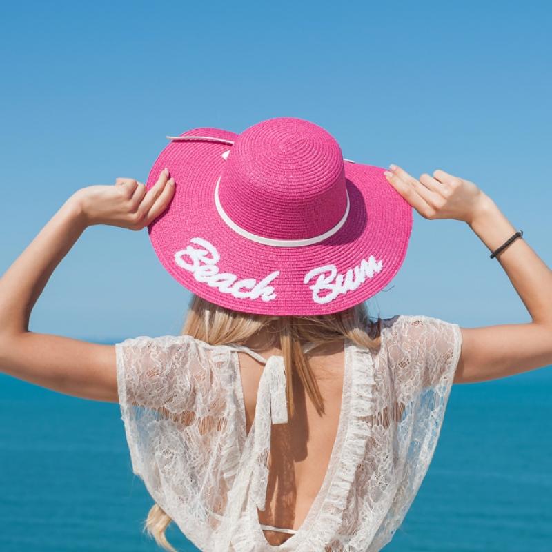 Плажна шапка Beach Bum в бонбонено розов цвят