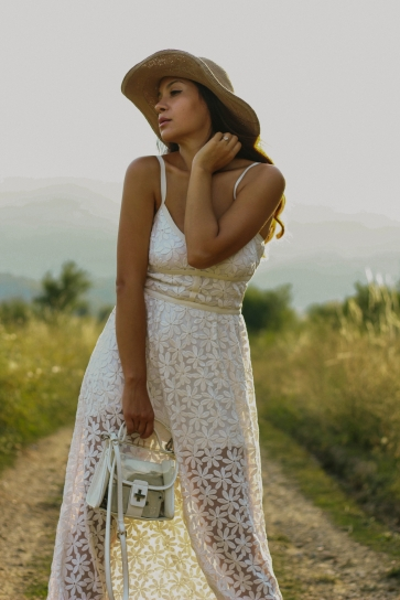 Дантелените рокли на PRIVE - нежни, стилни и ефирни