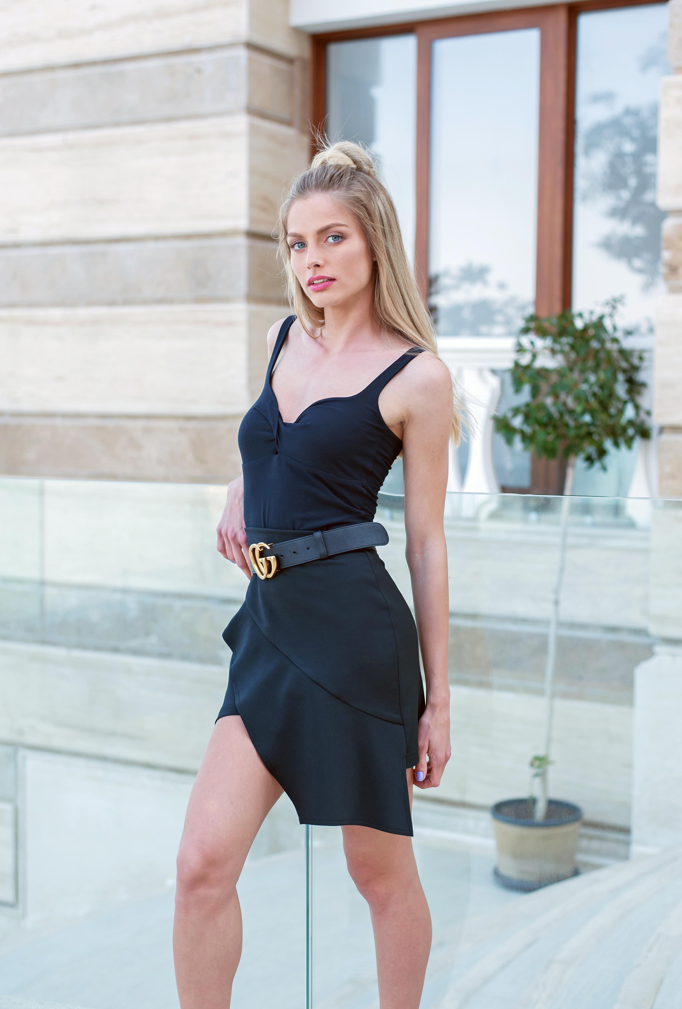 Къса пола с асиметрична кройка