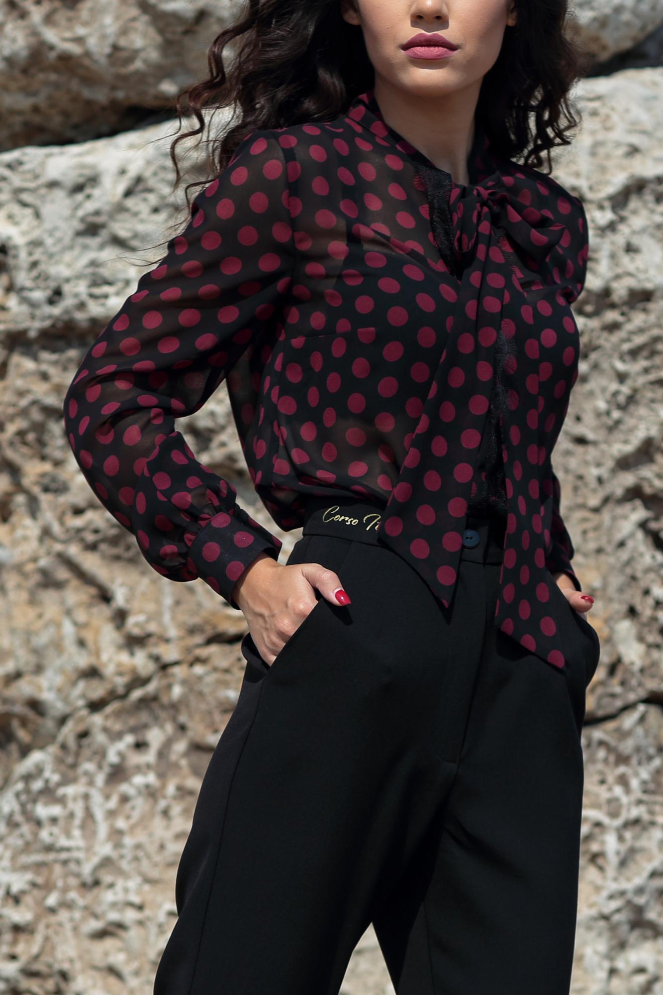 Риза Marsala Dots