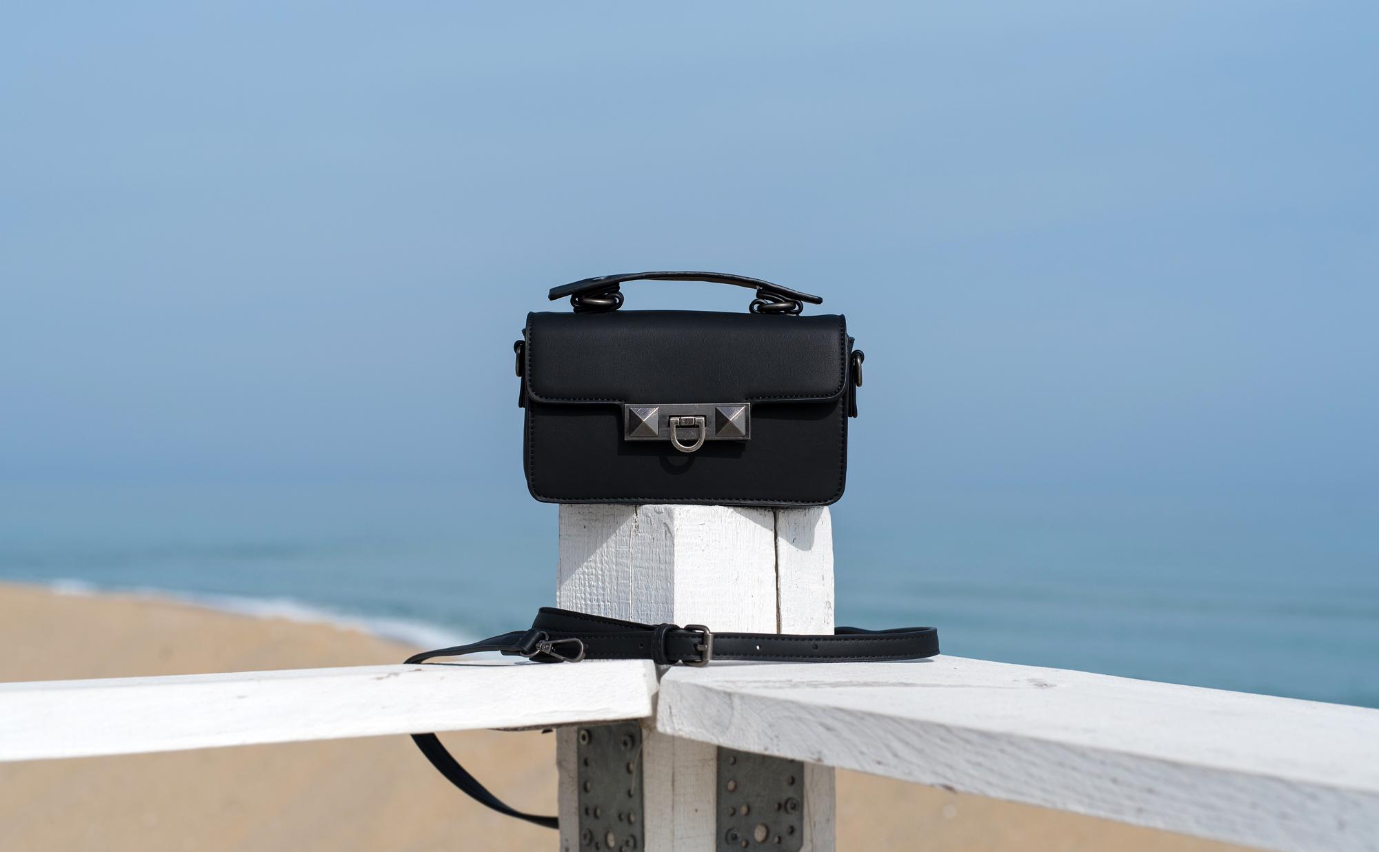 Чанта Black с кожена дръжка