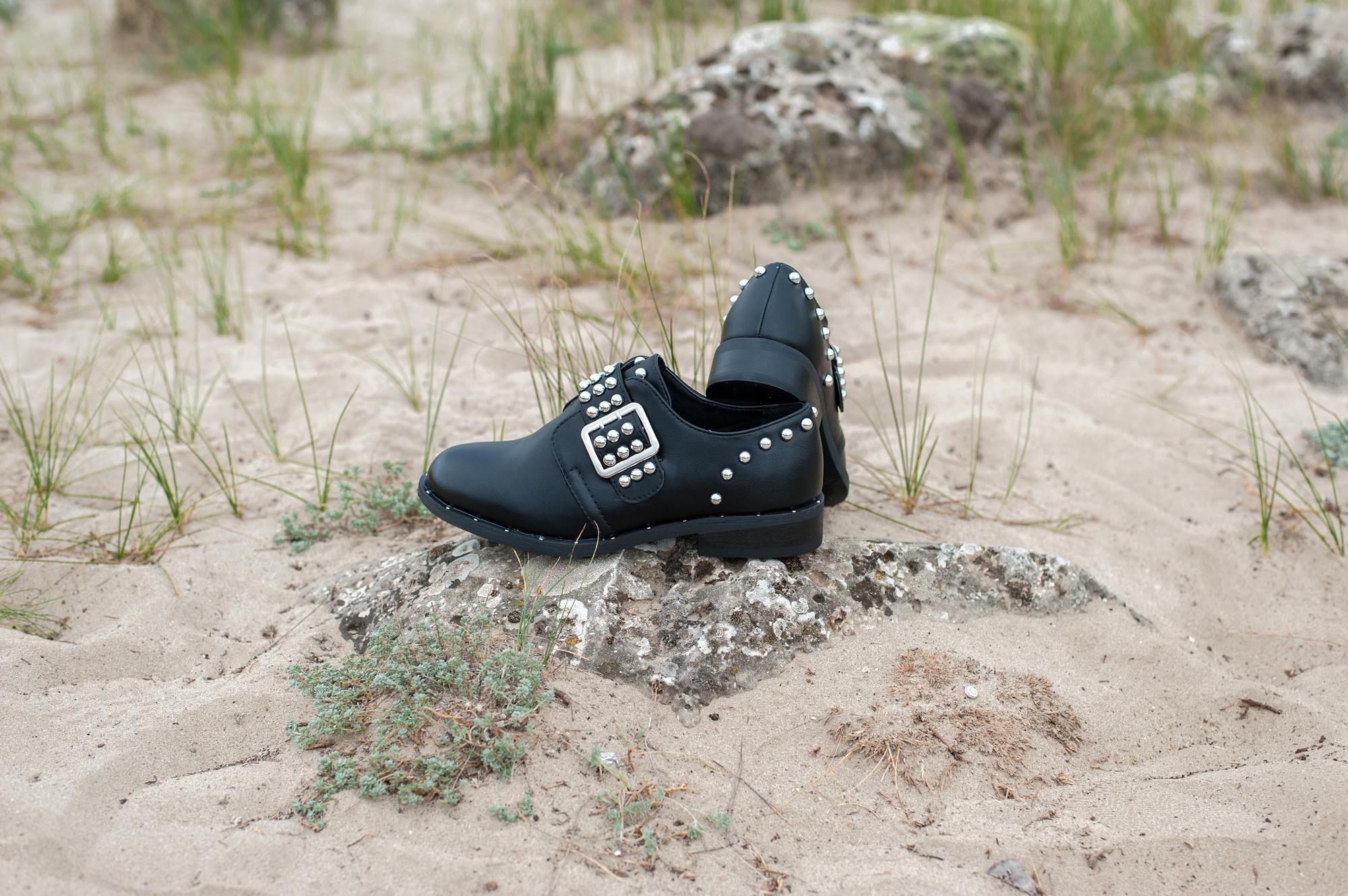 Обувки с капси